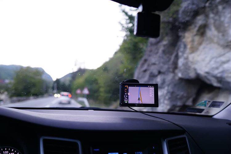 Ilustrasi GPS pada mobil, sumber ig navitel.poland